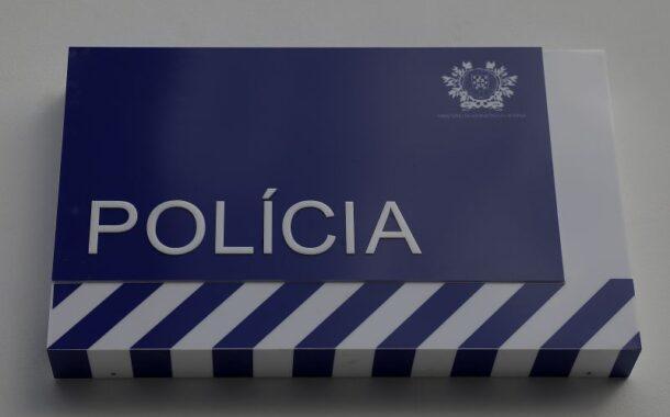Homem alcoolizado insulta agente e tenta abalroar viatura da PSP em Famalicão