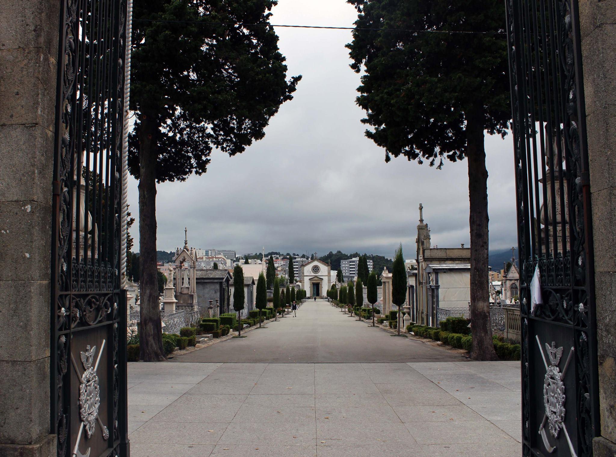 Câmara de Braga altera horários de espaços culturais encerra cemitério Monte d' Arcos