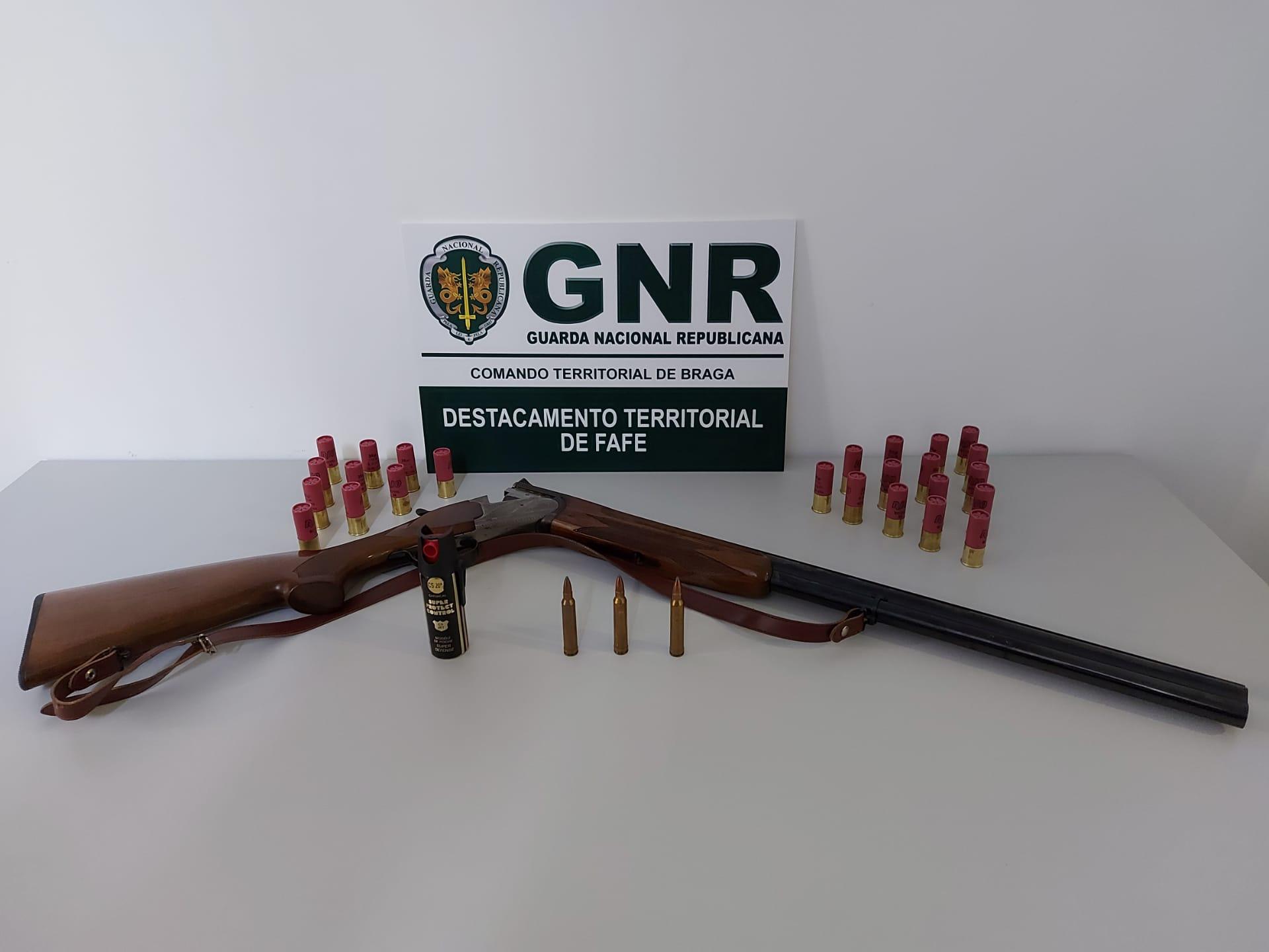 GNR de Fafe apreende espingarda a suspeito de ameaças com arma de fogo