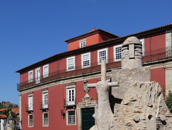 Tribunal da Relação de Guimarães diz que violação do confinamento não é crime de desobediência