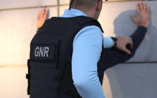 Homem denunciado por violar confinamento obrigatório apanhado pela GNR em café de Braga