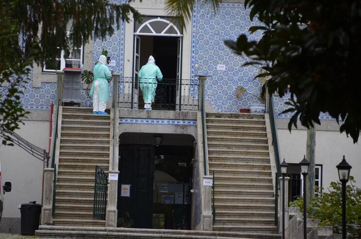 Vizela, Guimarães e Fafe entre os 10 concelhos mais atingidos pela covid-19