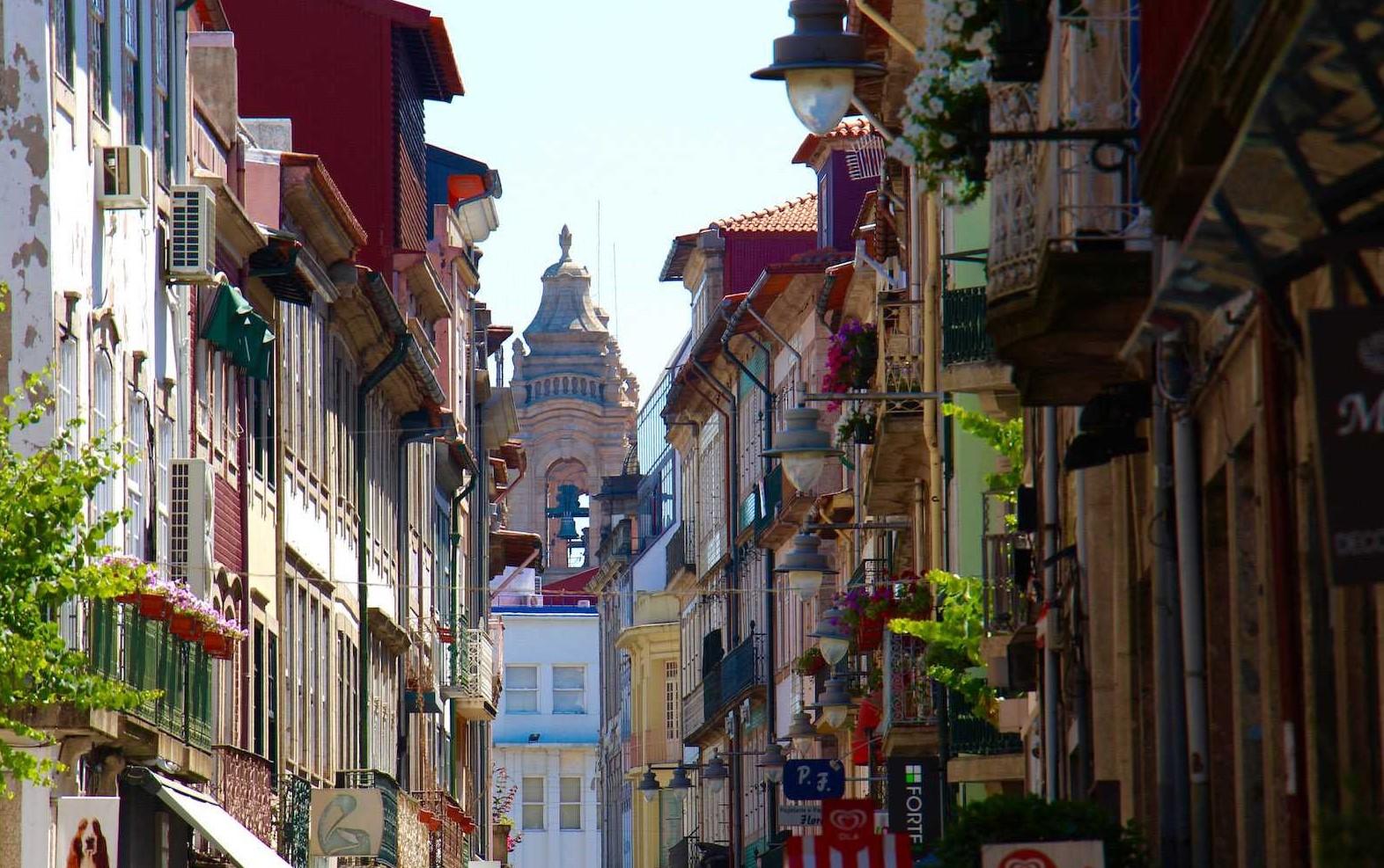 Câmara de Braga autoriza comércio a abrir às 8 horas nos próximos fins-de-semana