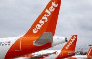EasyJet vai cobrar pela bagagem de mão colocada nos cacifos acima dos assentos