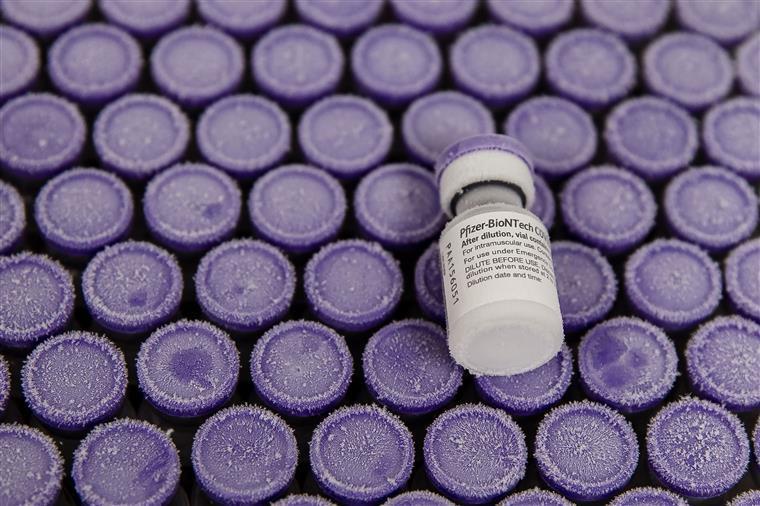 """""""Problemas de refrigeração"""" levam clínica do Reino Unido a desperdiçar centenas de vacinas"""