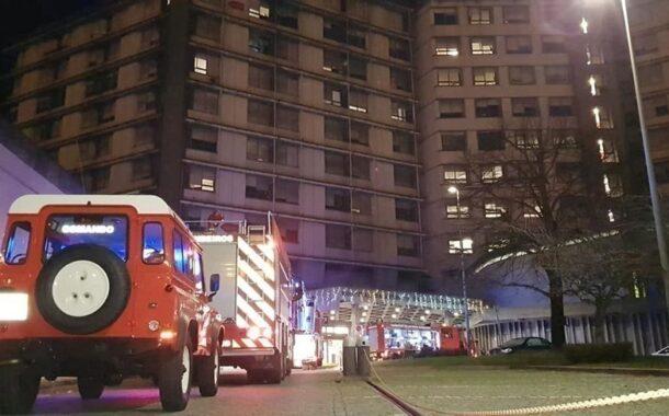 Cigarro pode ter originado incêndio no Hospital de Guimarães que obrigou à evacuação de 12 doentes. Inquérito aberto