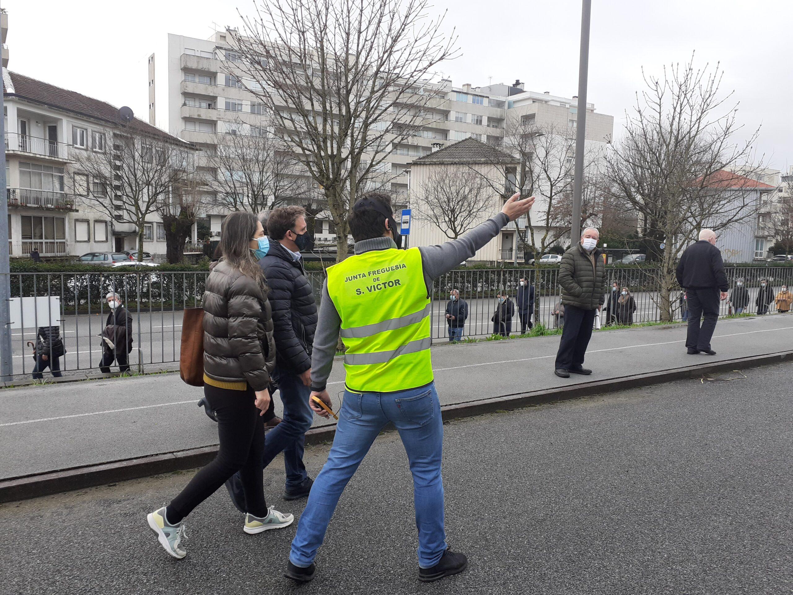 PRESIDENCIAIS. Longa fila surpreende eleitores na 'Carlos Amarante', em Braga