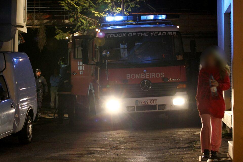 Incêndio faz três feridos e dois desalojados em Braga