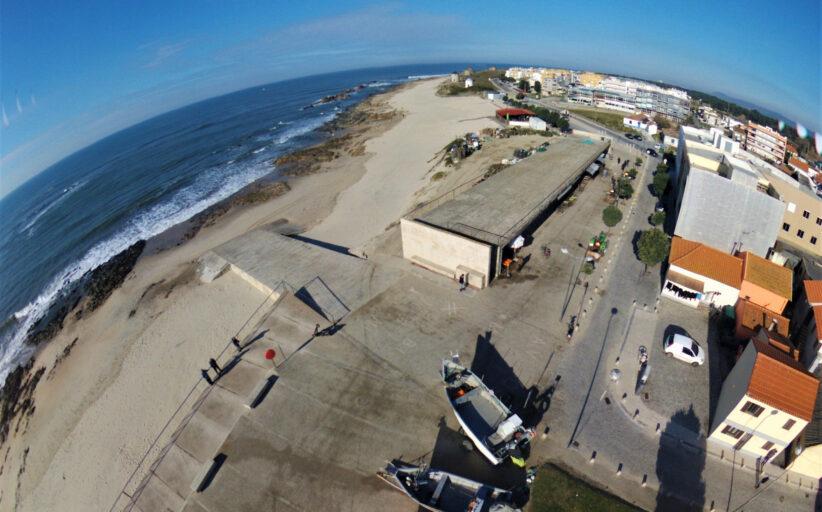 Câmara investe mais de meio milhão na modernização do portinho de Apúlia. Polis Litoral Norte executa obra