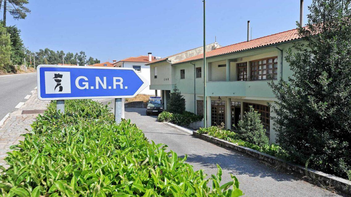Tribunal de Braga adia julgamento de dois gnr's do Sameiro que avisaram café de rusga. Arguidos negam os crimes