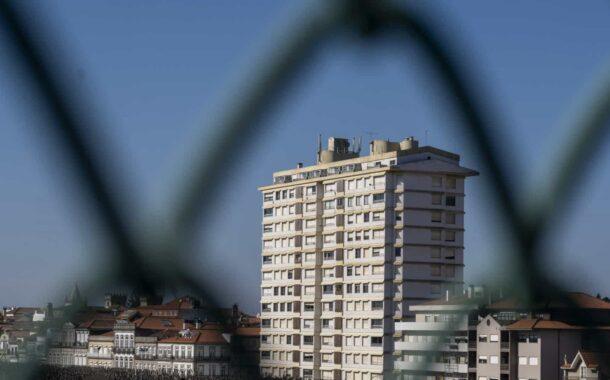 """Moradores abandonam """"voluntariamente"""" prédio Coutinho em Viana do Castelo. Luta continua nos tribunais"""