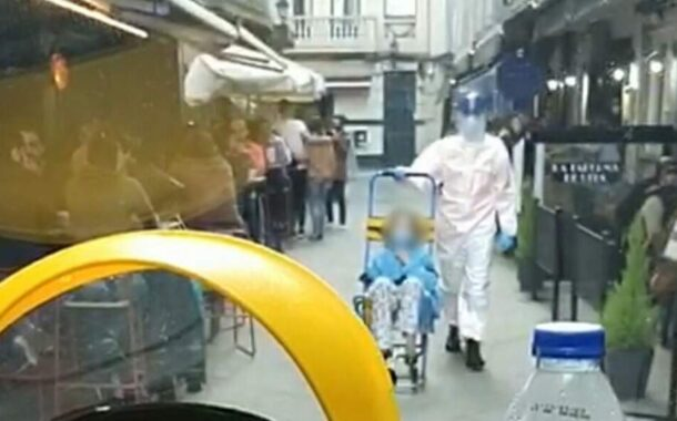 Esplanadas cheias impedem ambulância de socorrer doente de covid-19 na Corunha