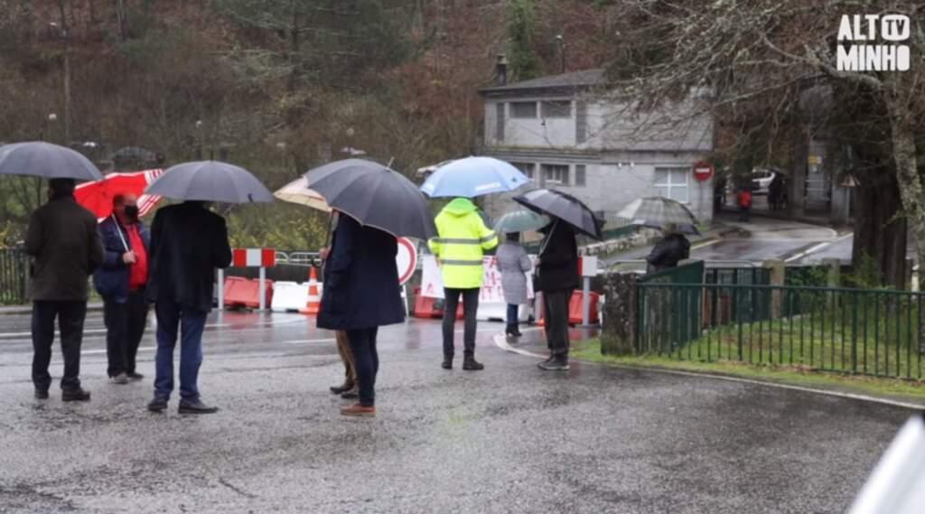 Fronteira de Melgaço junta portugueses e galegos contra encerramento