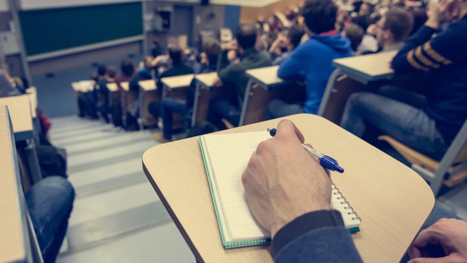 """Reitor da UMinho reconhece """"efeitos negativos"""" do ensino à distância"""