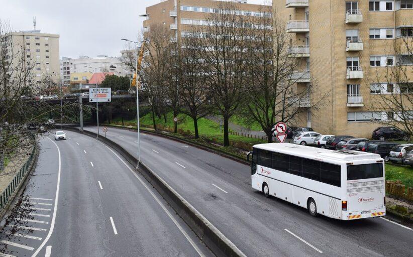 """PCP exige """"esclarecimentos cabais"""" sobre anunciada suspensão de transportes em Braga, Vila Verde e Barcelos"""