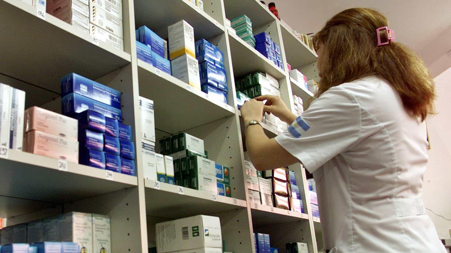 Farmacêuticos começam a ser vacinados na segunda-feira