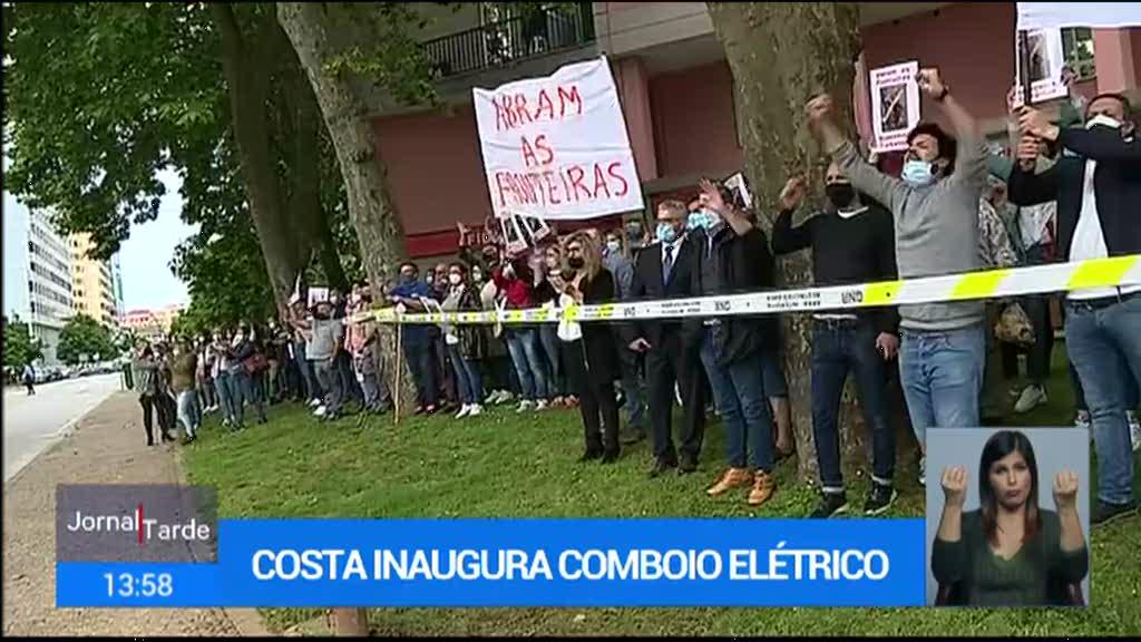 António Costa e Pedro Nuno Santos recebidos com protestos em Valença