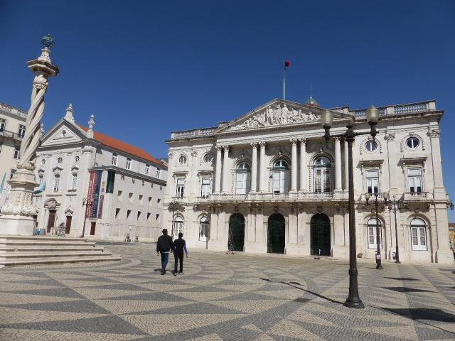 Buscas na Câmara de Lisboa. Ex-vereador é o principal suspeito, diz Medina