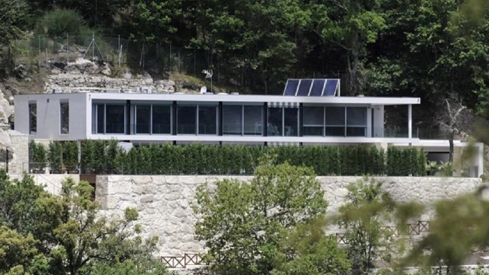 Construção de antiga casa de Cristiano Ronaldo no Gerês terá violado normas urbanísticas, mas crime prescreveu