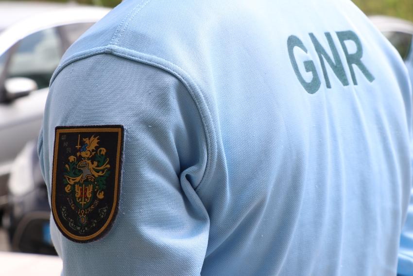 GNR apreende material para roubar carros e detém dois homens em Guimarães