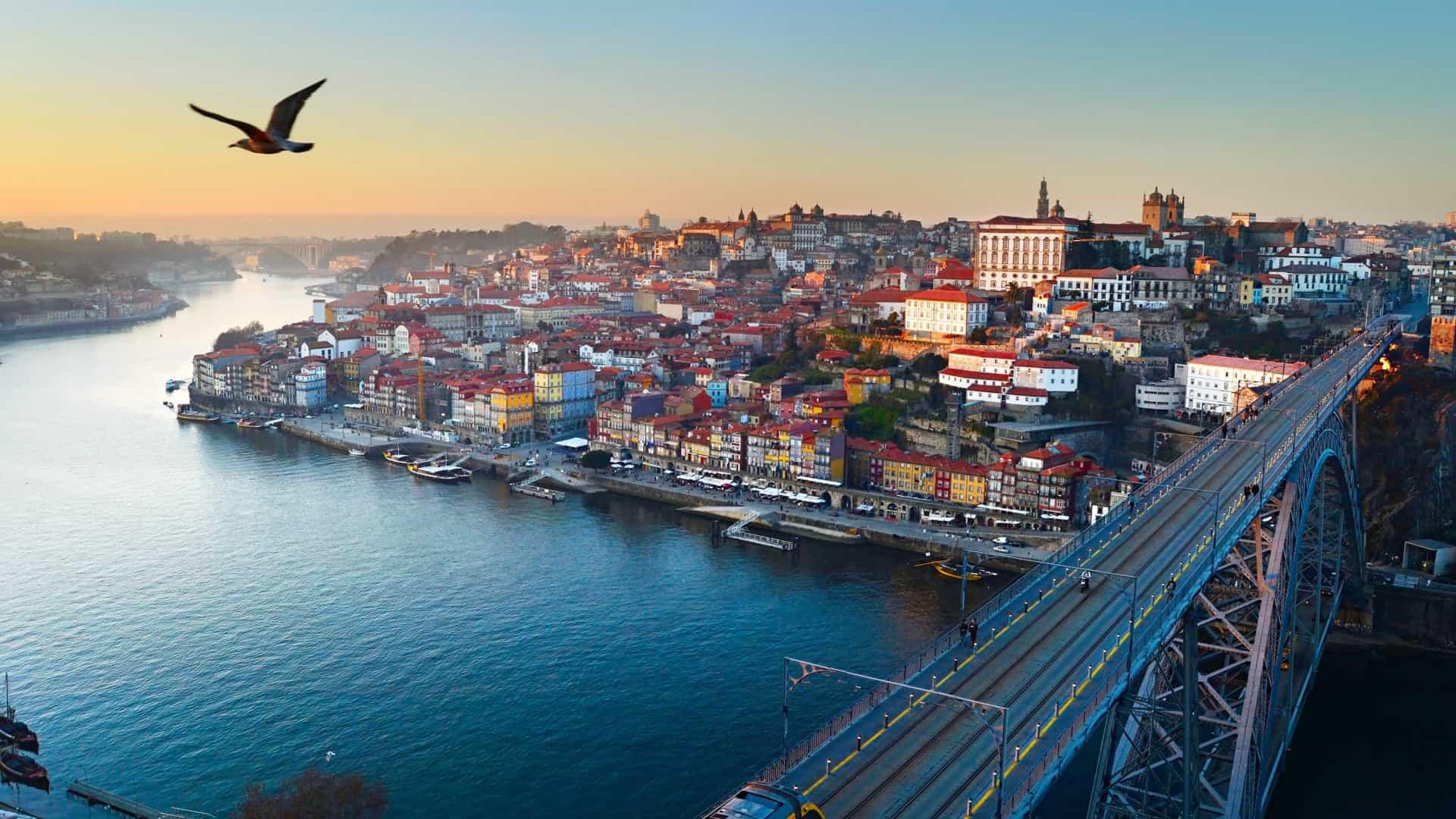 Porto em segundo entre os 10 melhores destinos do mundo para mulheres que viajam sozinhas