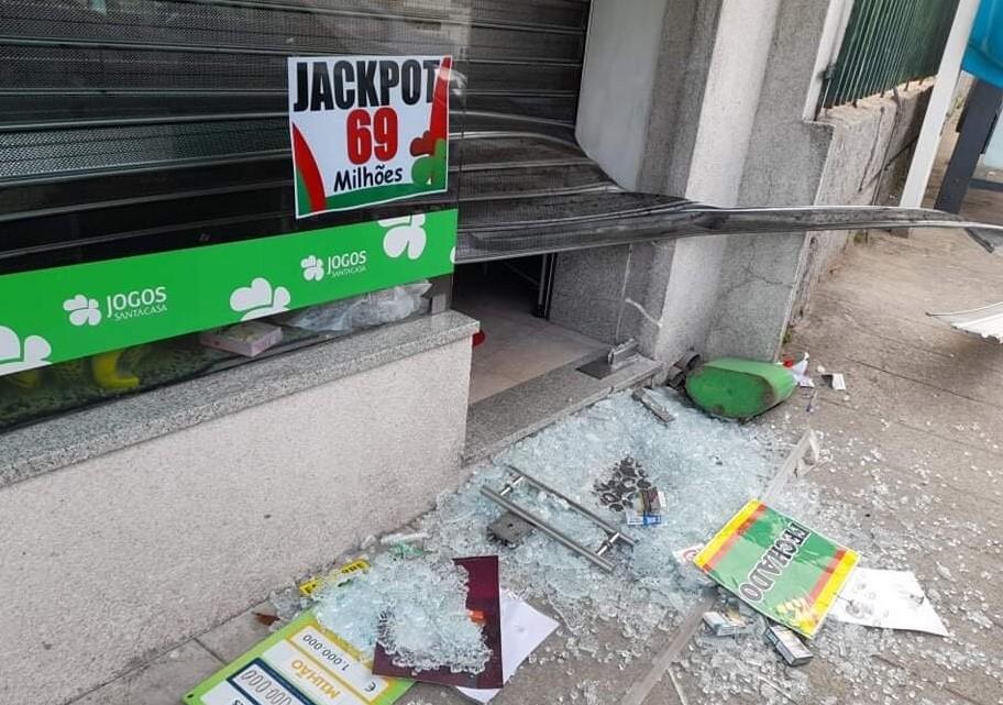 Assalto deixa sem raspadinhas e tabaco quiosque em Guimarães