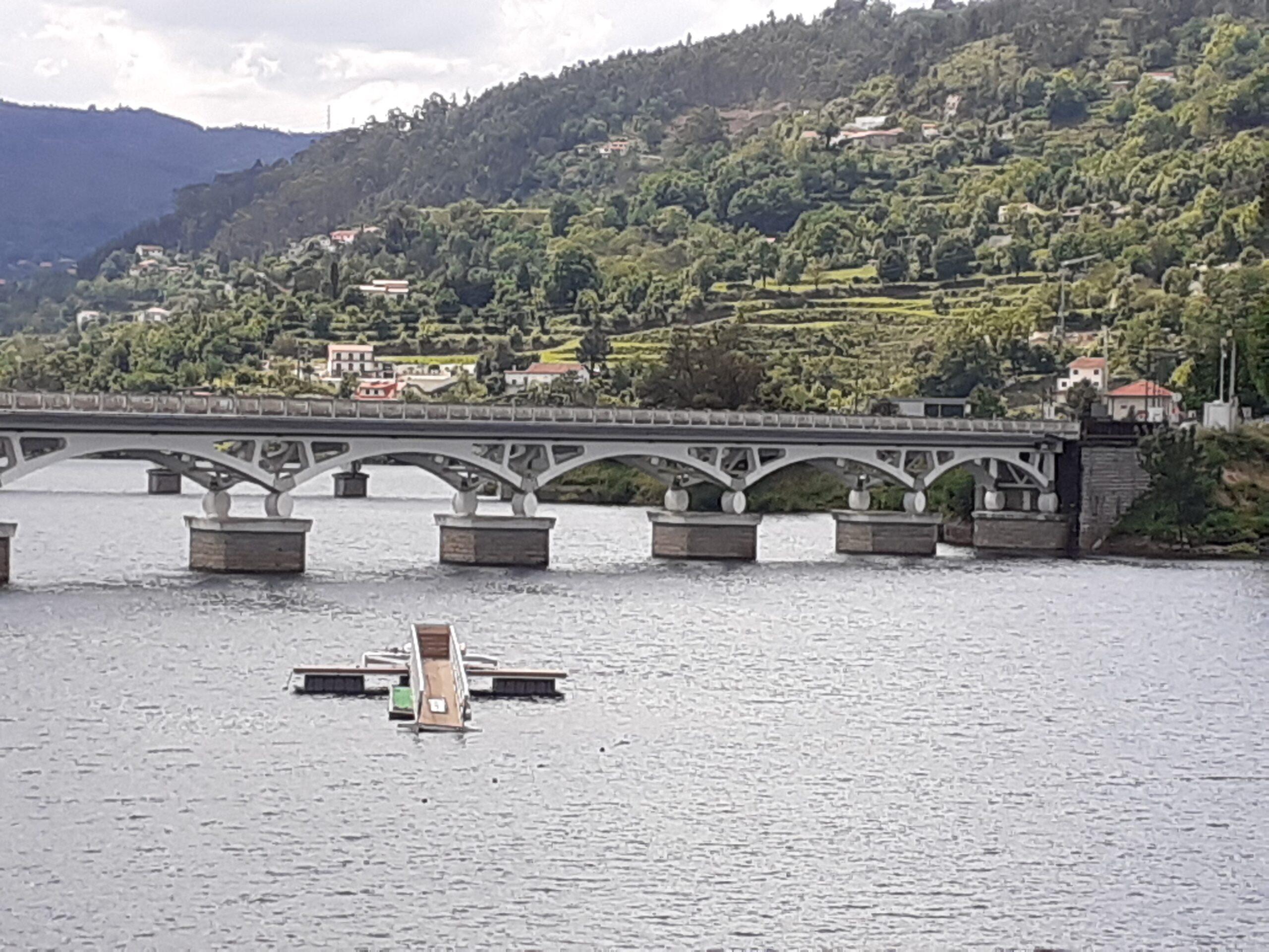 """""""Foi uma coisa ruim ver a água da Caniçada afogar Vilar da Veiga"""". A história submersa das pontes de Rio Caldo"""