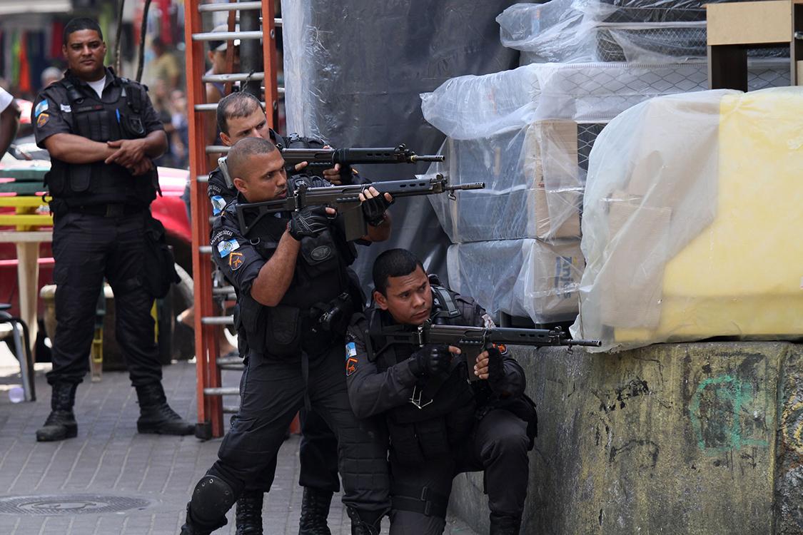 Pelo menos 25 mortos num tiroteio em operação policial no Rio de Janeiro