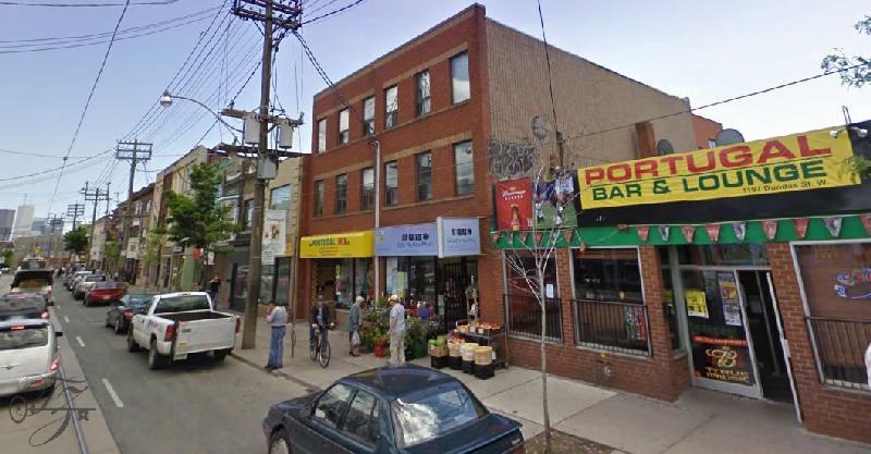 Associação de Toronto, Canadá, leva Galo de Barcelos de três metros para revitalizar pequeno comércio