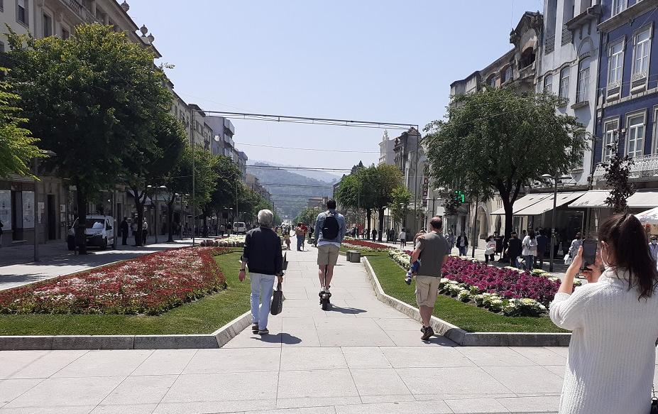 """Trotinetes são """"inimigo público n.º1"""" do peão em Braga"""