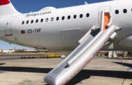Passageiro de voo Lisboa-Acra abre porta do avião e faz disparar manga de emergência