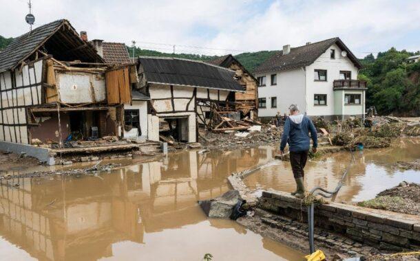 Merkel visita este domingo a zona mais afectada pelas inundações na Alemanha. Mais de 130 pessoas perderam a vida