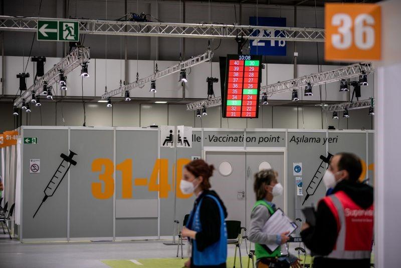 """Perigo de quarta vaga """"fulminante"""" na Alemanha se vacinação não acelerar"""