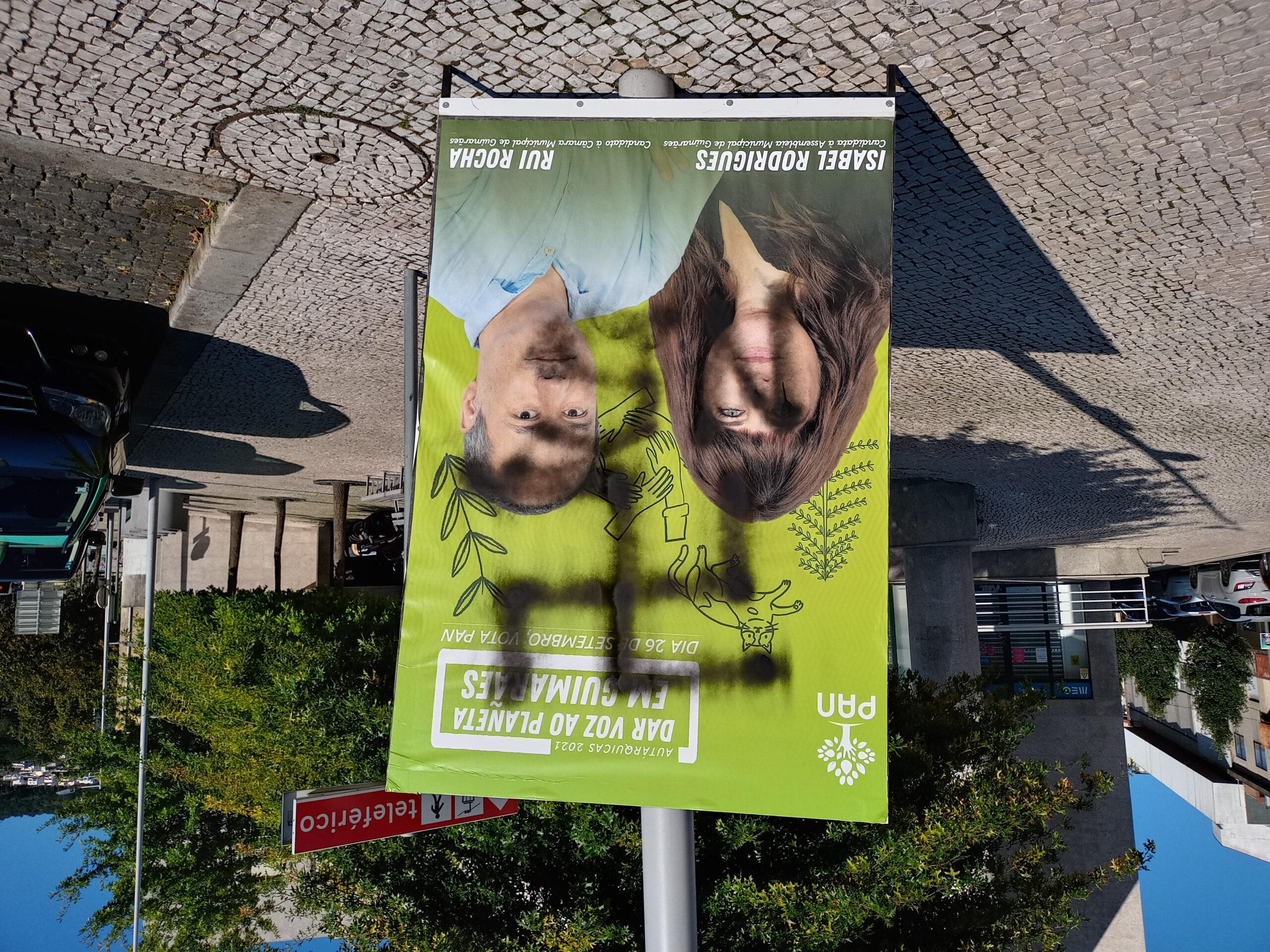 Autárquicas. Cartaz do PAN vandalizado em Guimarães