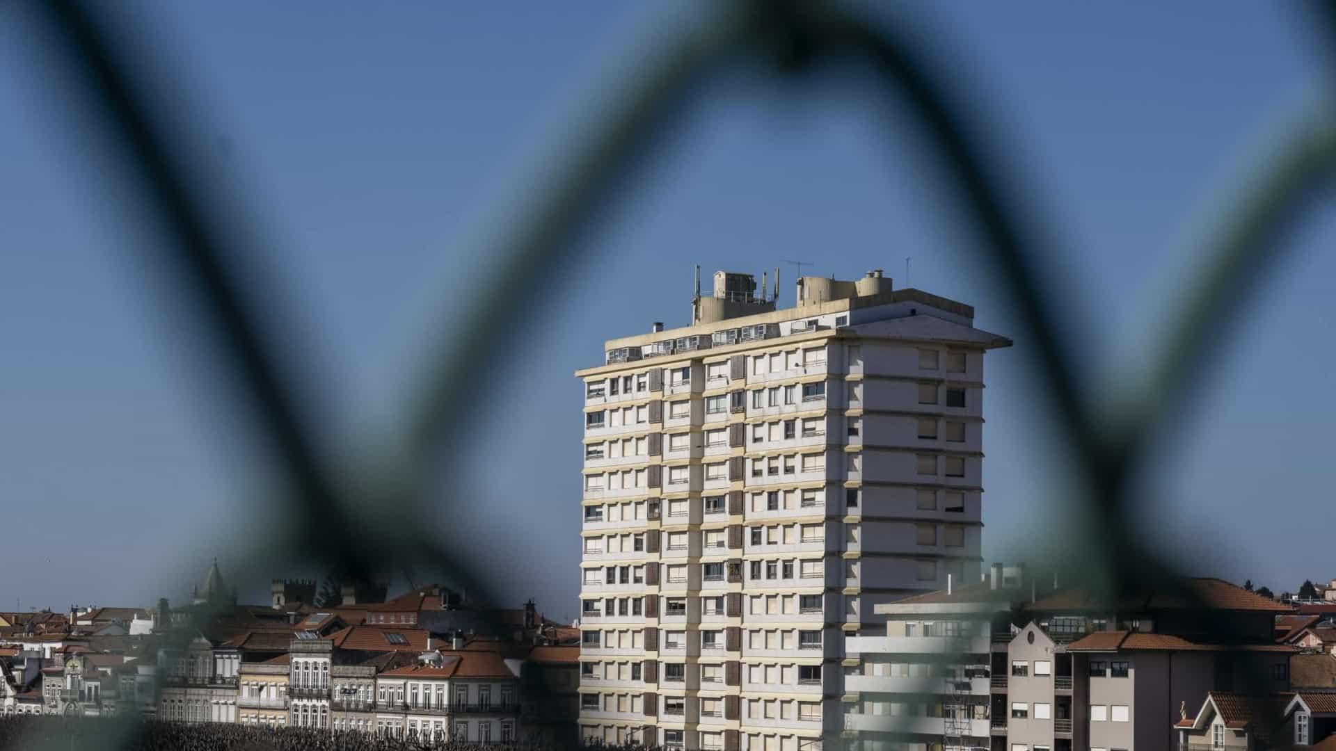 Prédio Coutinho desaparece da paisagem de Viana até Março