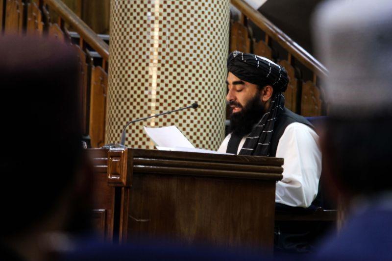 Governo talibã acolhido com suspeita pelos ocidentais. Colectivo de mulheres afegãs indicado para prémio Sakharov