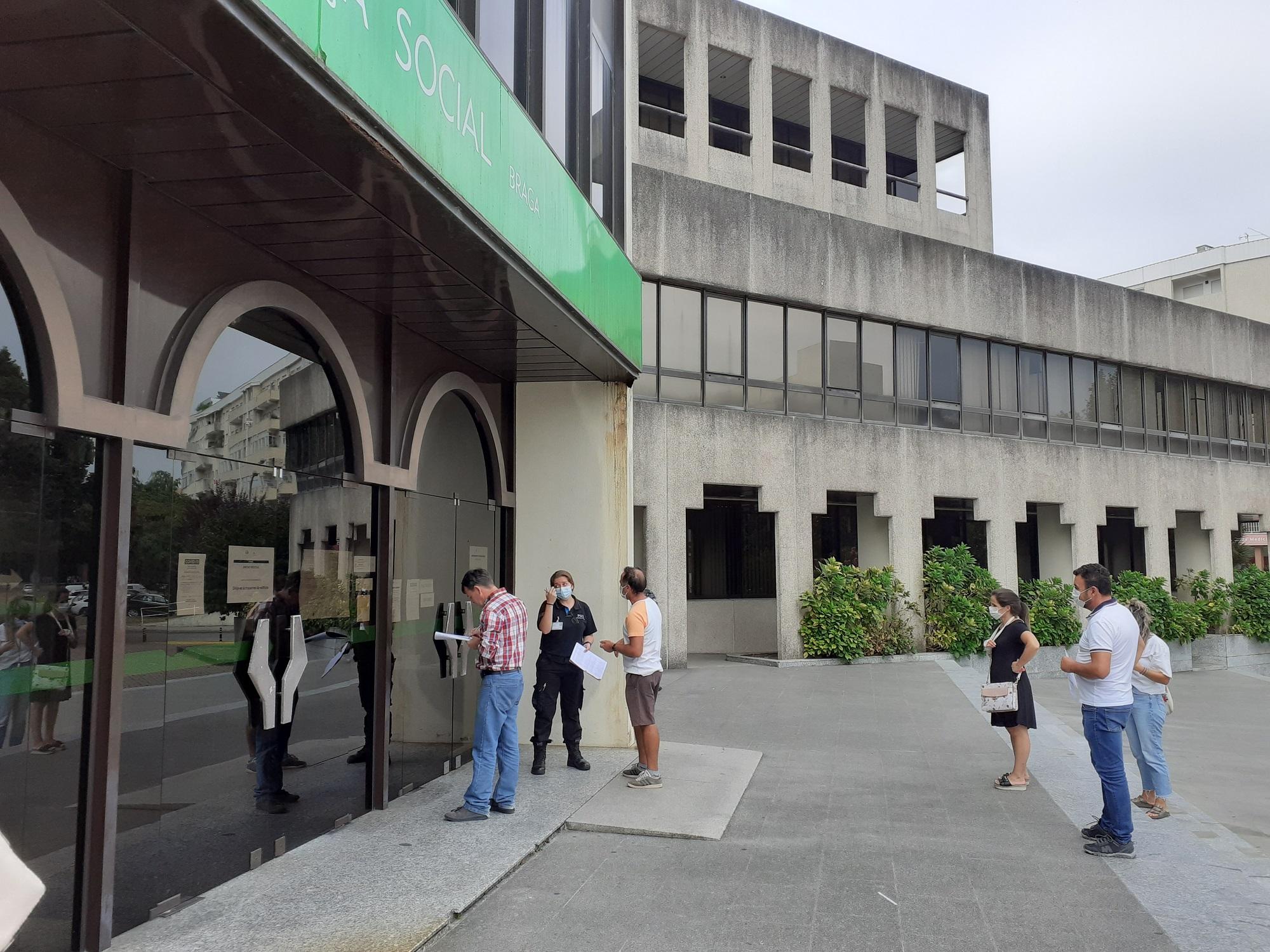 Segurança Social diz que amas podem fazer refeições após pais contestarem levar marmitas em Braga (actualização)